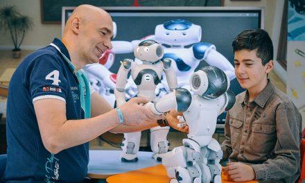 Robotul NAO – terapeut pentru copiii cu autism