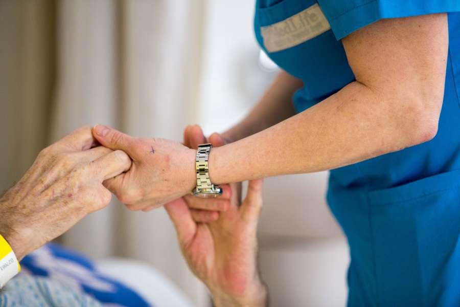 Parteneriat strategic pentru peste 2.200 de zile de îngrijire paliativă