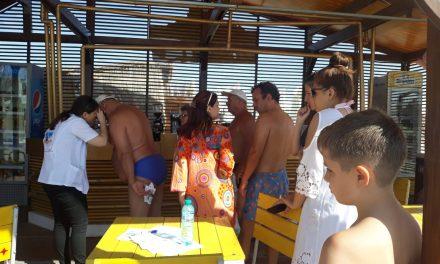 """Asociația OncoPacienților PHOENIX a realizat dermatoscopii gratuite pe litoral, în cadrul campaniei """"Soare fără pete"""""""