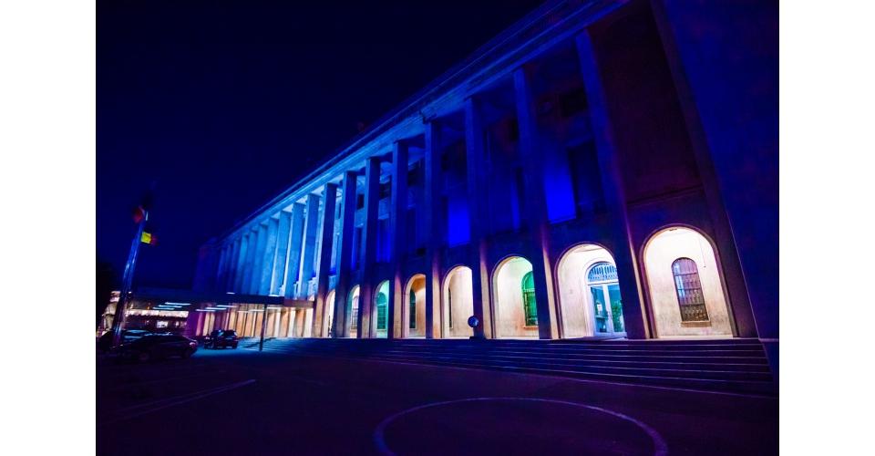 Palatul Victoria, iluminat vineri în albastru pentru a marca Ziua Internaţională de Conştientizare a Autismului