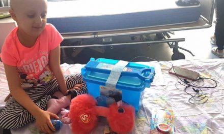 Asociația Dăruiește Aripi și elefant.ro au umplut Dulapul cu jucării din trei spitale bucureștene