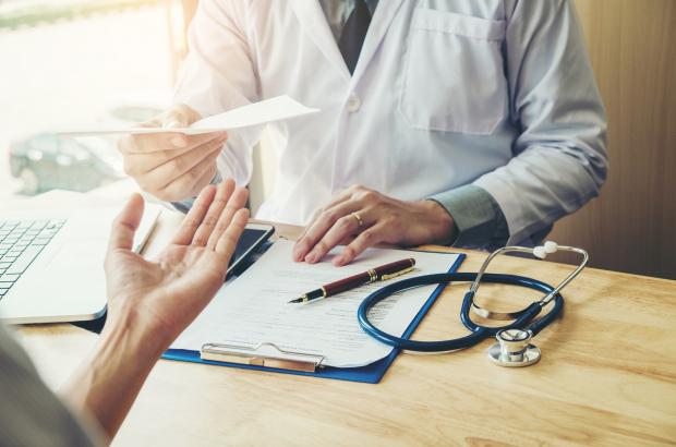 CMR, consultări cu CNAS pentru îmbunătăţirea activităţii în cabinetele medicilor de familie
